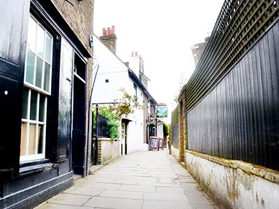 London Chiswick cobbled lane